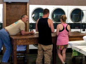 Mark Stansell sharing Christ with prospects in a laundry mat.