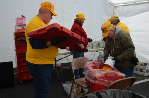 Feeding unit volunteers prepare peaches as part of the evening meal in Sapulpa, March 27 (Photo: Bob Nigh)