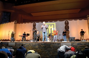 Alex Kendrick prays over men who were making spiritual decisions