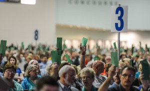 Messengers at the Southern Baptist Convention annual meeting vote on a resolutions report by raising ballots June 16 during the afternoon session at the Greater Columbus Convention Center in Columbus, Ohio. (Photo by Paul W. Lee)