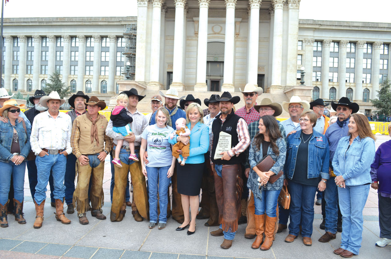 Texas cowboys ride to Capitol, bring 10 Commandements