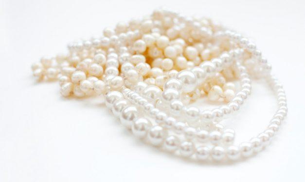 Sword & trowel: Pearls, swine & social media